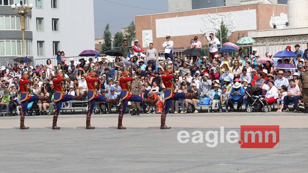 Фото: Төрийн далбааны өдөрт зориулсан ёслолын жагсаал